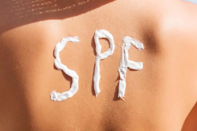 Read more about the article Assurer la sécurité des écrans solaires et leur efficacité dans la prévention des cancers de la peau